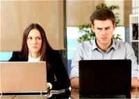 لهذه الأسباب يكرهك زملاء العمل!