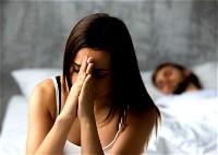 أسباب نوم الزوج بعيدًا عن زوجته