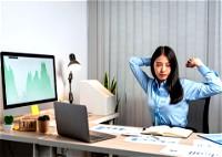 10 حركات رياضية تحميك من آثار الجلوس على الكرسي