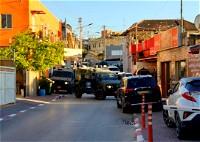 كفرقرع: الشرطة والوحدات الخاصّة تنفذ حملة إعتقالات