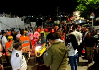 مصرع شخصين واصابة العشرات جراء انهيار مدرج بكنيس