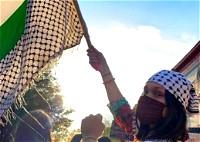 بيلا حديد تهتف: فلسطين حرة