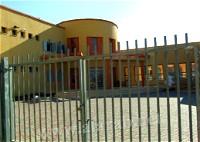 معلمون: على السلطات المحلية اقفال بوابات المدارس
