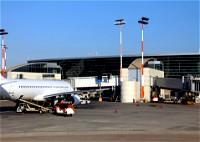 شابة: أمن المطار فتشنا بطريقة مهينة