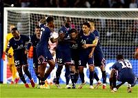 ميسي يقود باريس لفوزٍ صعب على لايبزيج